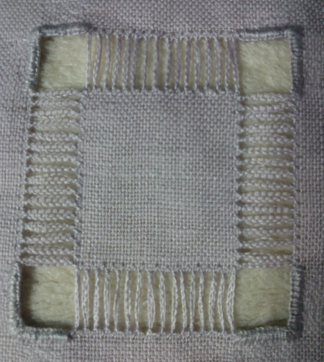 broderie blanche WP_006192
